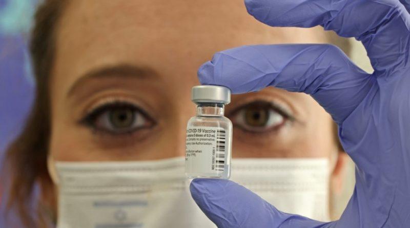Nova Zelândia compra vacinas a mais e vai doá-las a outros países